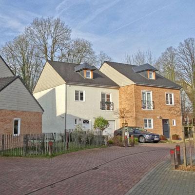 patrimoine immobilier avec des maisons préfabriquées en béton