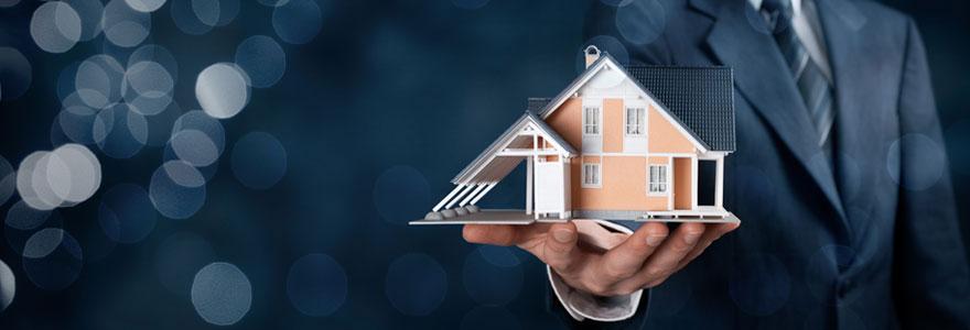Un professionnel de l'immobilier